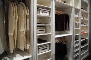 Belysning til garderobe