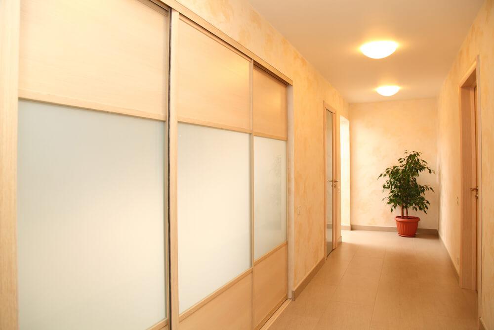 skydedøre indendørs